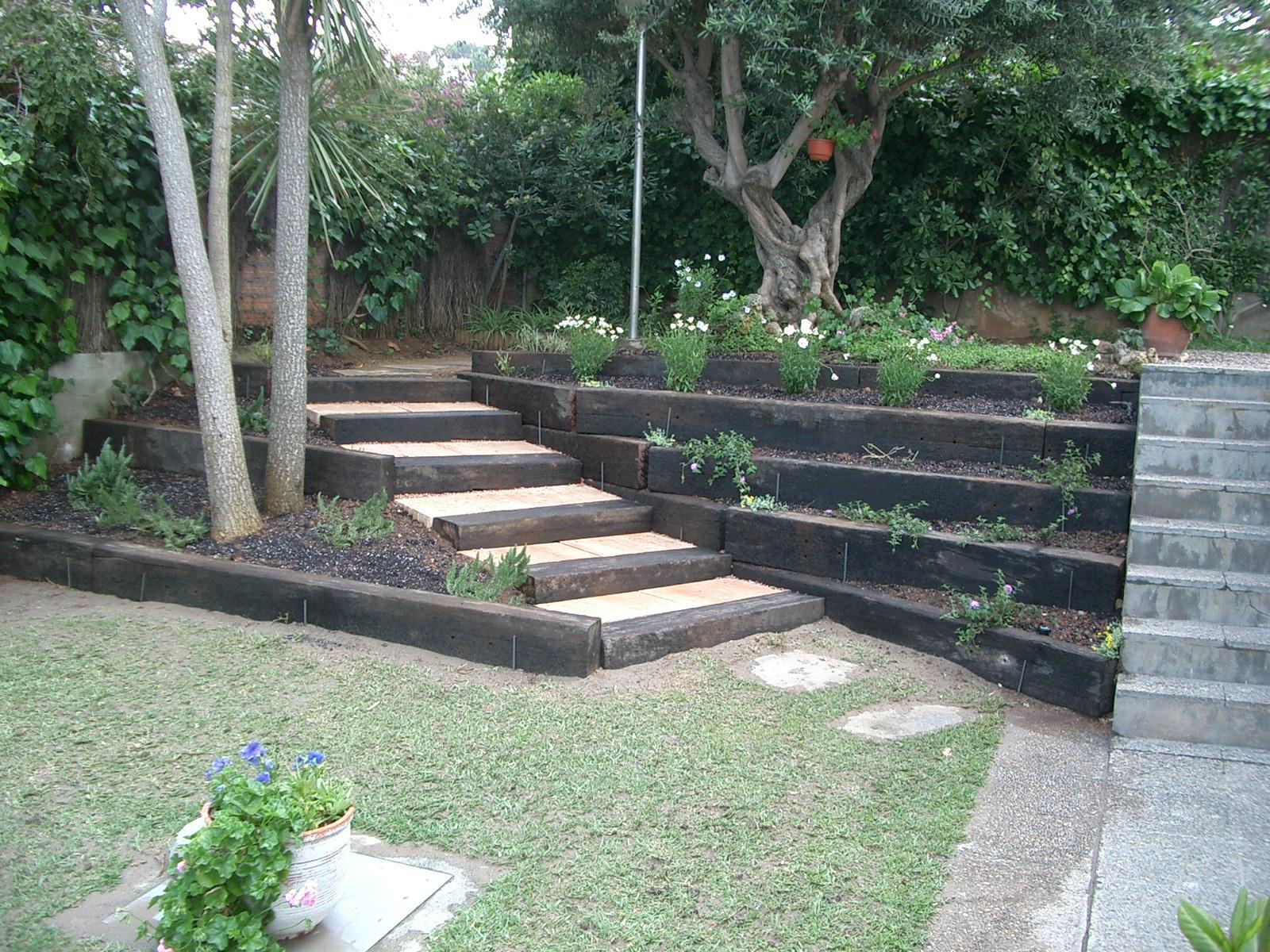 Proyectos jardines particulares landshaft empresa de for Jardines con madera
