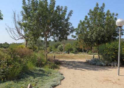 espacio jardin en parque publico de Sitges