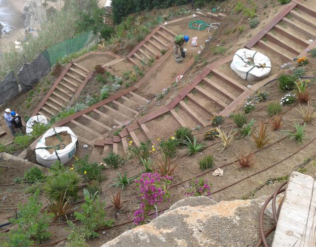 Construcci n y plantaci n de jardines landshaft Empresas de construccion en barcelona