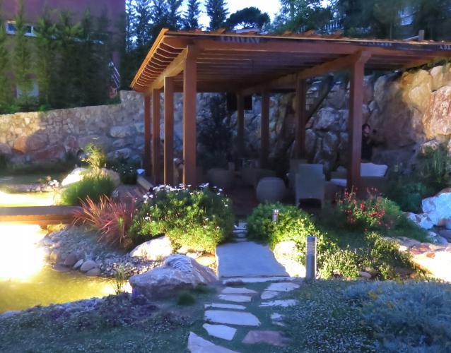 jardin de noche pergola
